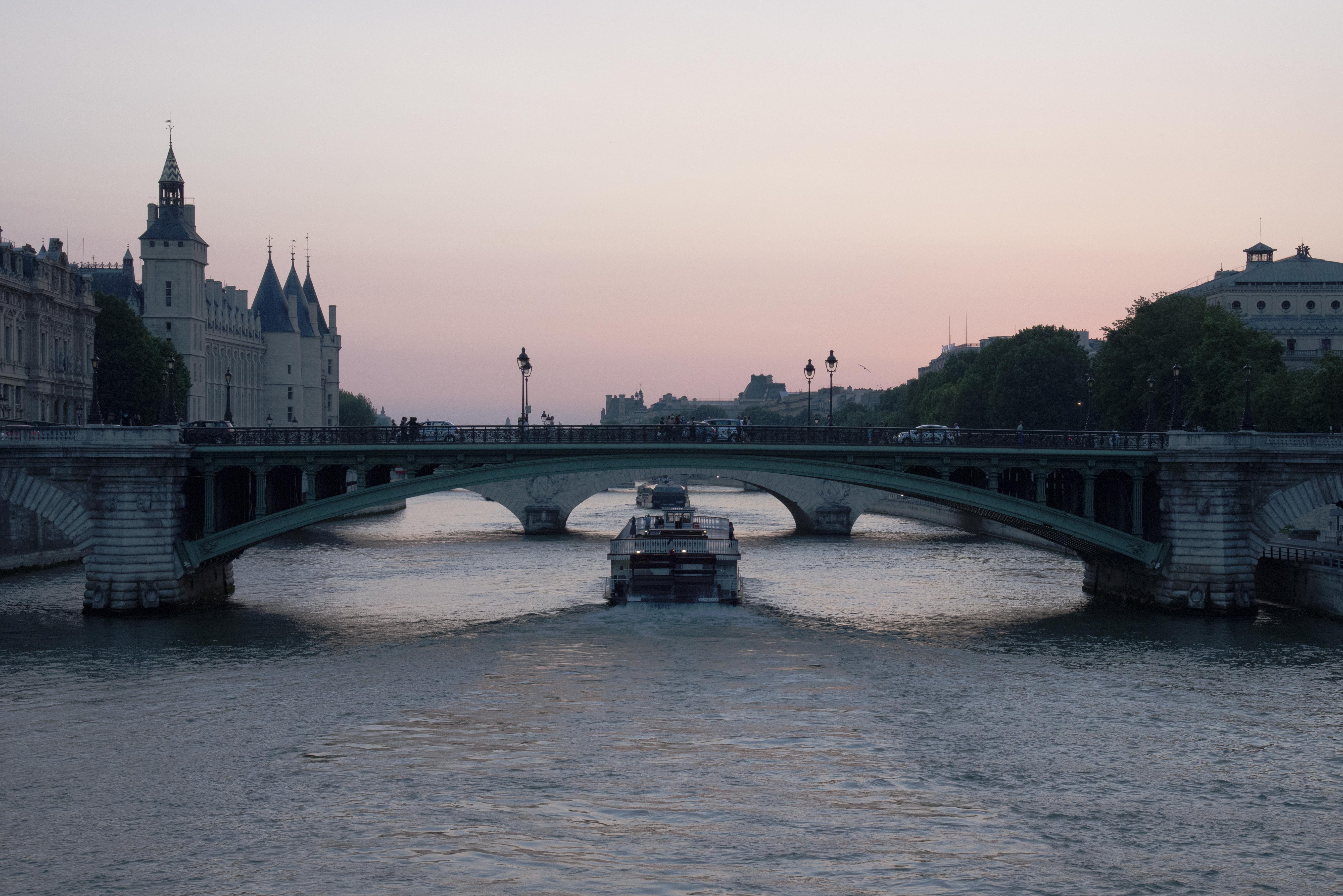 Travelling Light - Paris - 9620